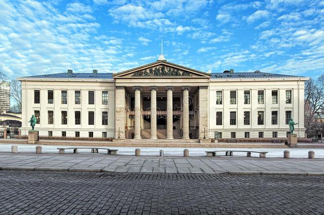 Na Noruega, é criada a primeira legislação para escolas por correspondência