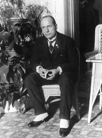 Nominación a jefe de estado a Benito Mussolini