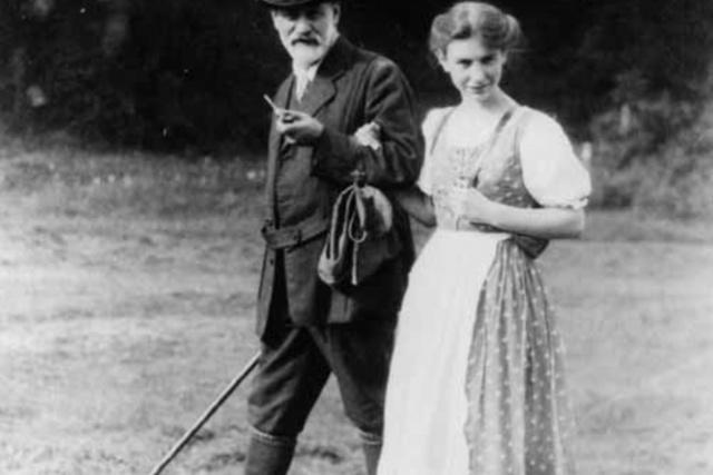 Sigmund Freud psicoanaliza a su hija