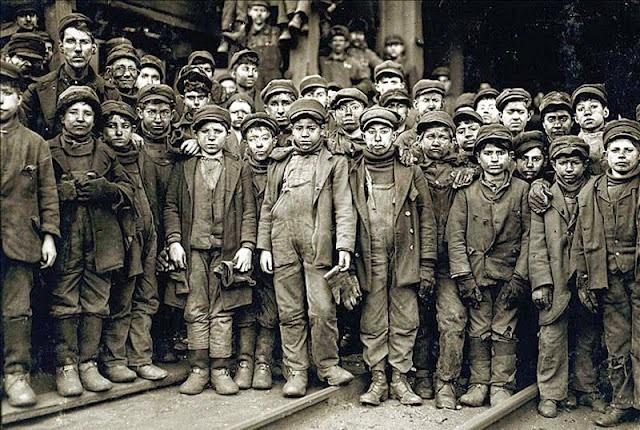Primera ley de restricción del trabajo infantil - Gran Bretaña