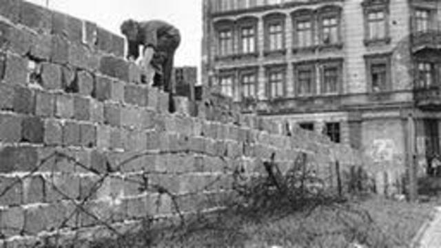 Vollends des Mauerbaus