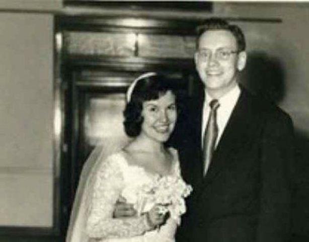 Warren and Susie get married.