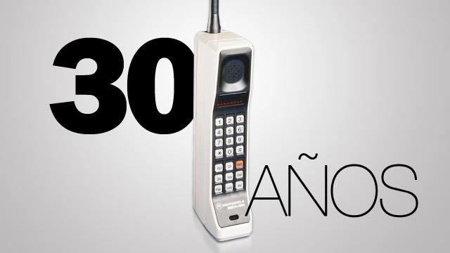 Presentación del primer teléfono celular.