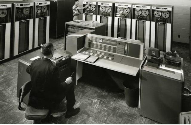 Транзисторный компьютер IBM 7000