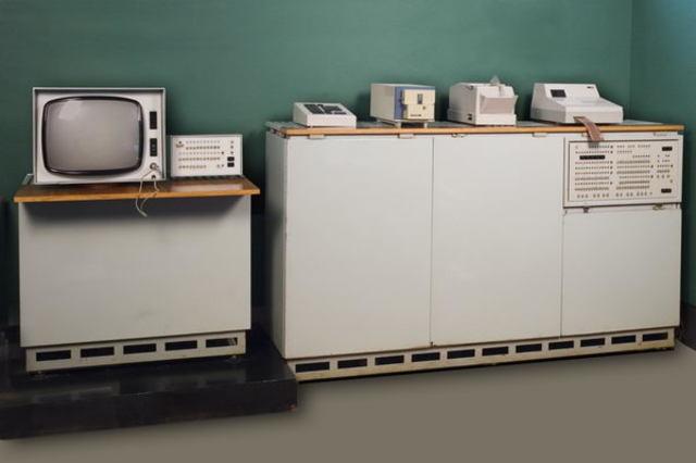 Вычислительная машина МИР