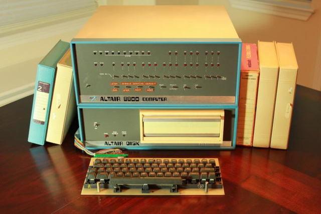 Компьютер Altair 8800