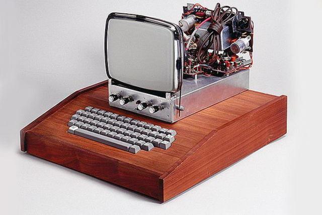Первый «яблочный» компьютер Apple I