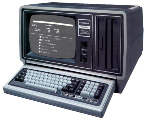 Первый настольный компьютер TRS-80