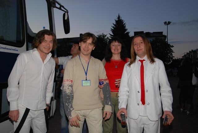 Группа стала называться «Би-2».