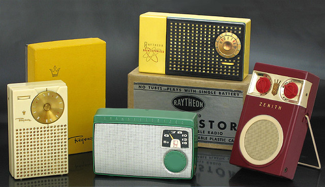*Transistor Radio (ELECTRONIC AGE)