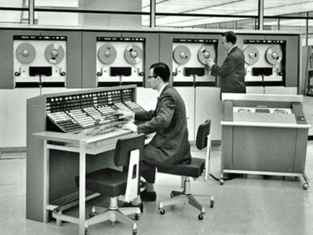 *Mainframe Computers (ELECTRONIC AGE)