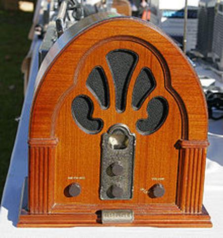 Primeros radios portátiles AM