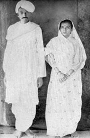 Gandhi returns home to Indi