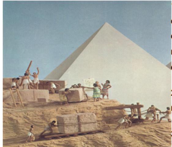 CONSTRUCCION DE PIRAMIDES EGIPCIAS