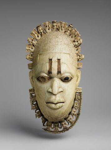 Queen Mother Pendant - Africa - 1500
