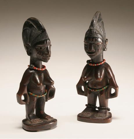 Twin Figures  - Africa - 1700