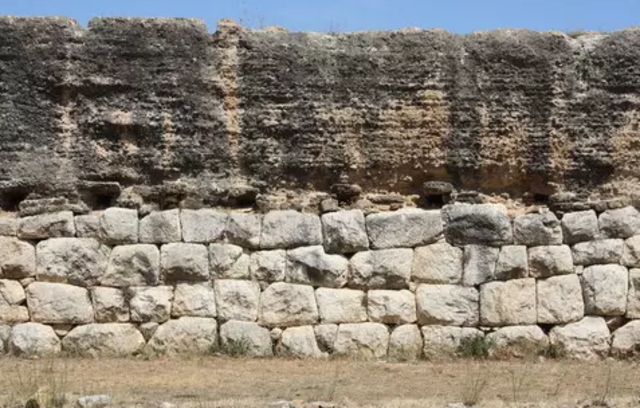 Rebuilding of Rome. Strong walls around the seven hills.