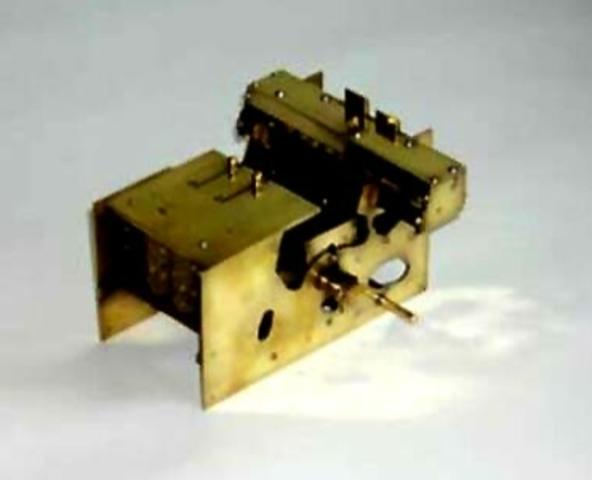 Invención de la calculadora de multiplicación directa.