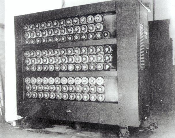 La maquina de Turing es descrita.