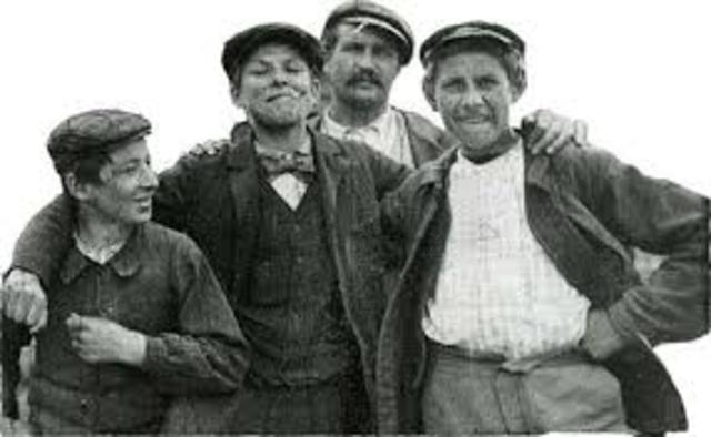 PRIMEROS GRUPOS JUVENILES