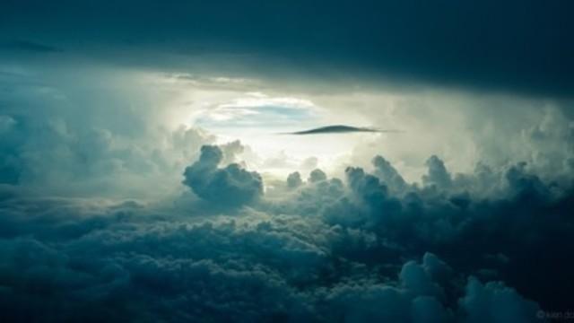 Surgió un milagro ?  comienza  la vida en el Planeta  la vida es un eslabón que nos une con nuestro planeta inclusive hoy en día  los volcanes siguen formando nuestro paisaje