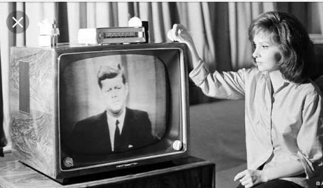 1927: Transmissão via Televisão