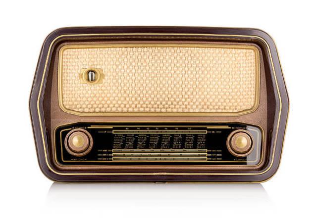 SE INTRODUCE LA RADIO EN EL PAÍS.
