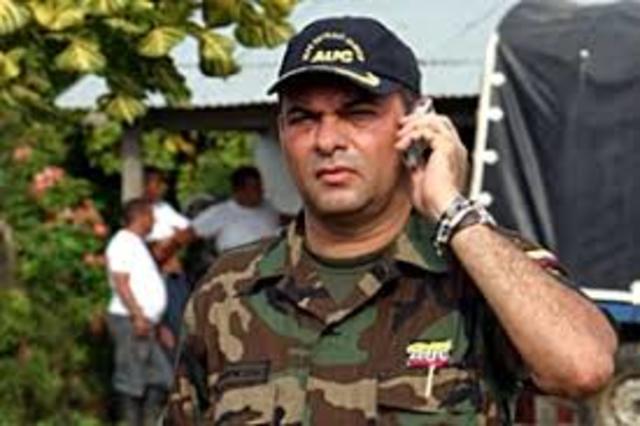 El comandante desmovilizado de las AUC, Salvatore Mancuso, denuncia ante un fiscal de la unidad de Justicia y Paz.