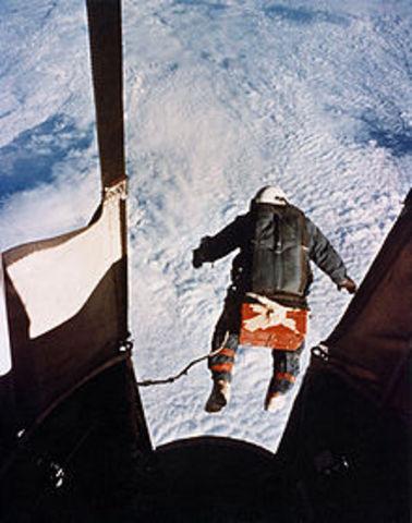 Joe Kittinger skydives through the atmosphere.