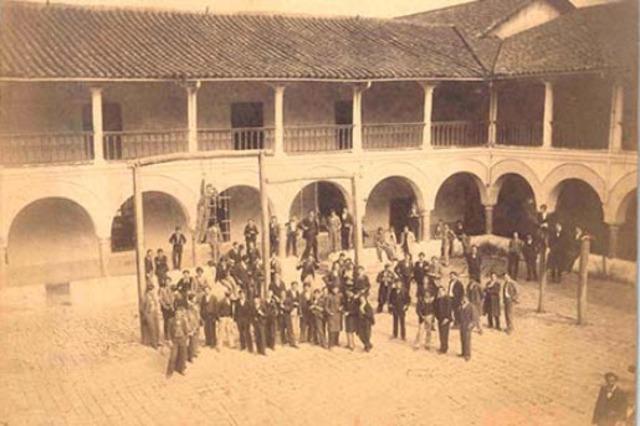 Primera Escuela de Servicio Social del Colegio Mayor-COLOMBIA