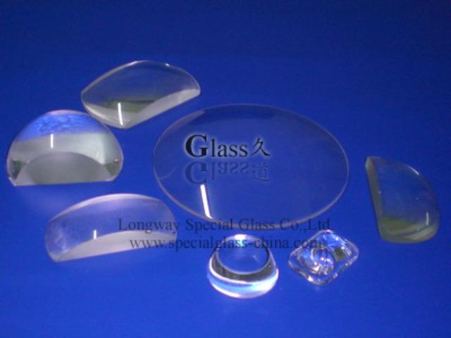 Las lentes de vidrio son usadas por primera vez en microscopios y telescopios en los Países Bajos.