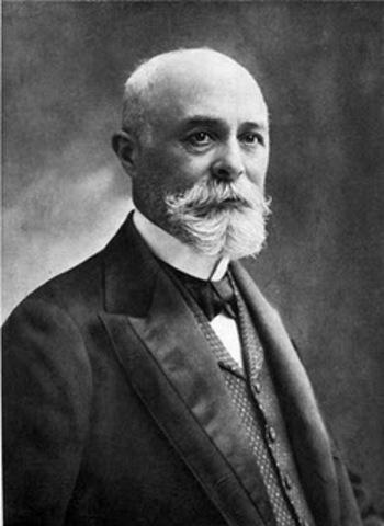 Charles Fritts construye las primeras placas solares usando obleas de selenio.