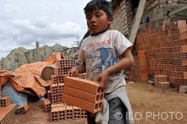 Primera ley restringiendo el trabajo infantil