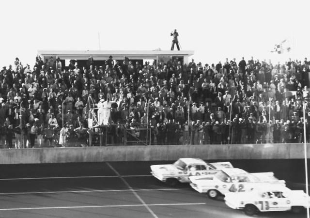 Lee Petty wins the first Daytona 500