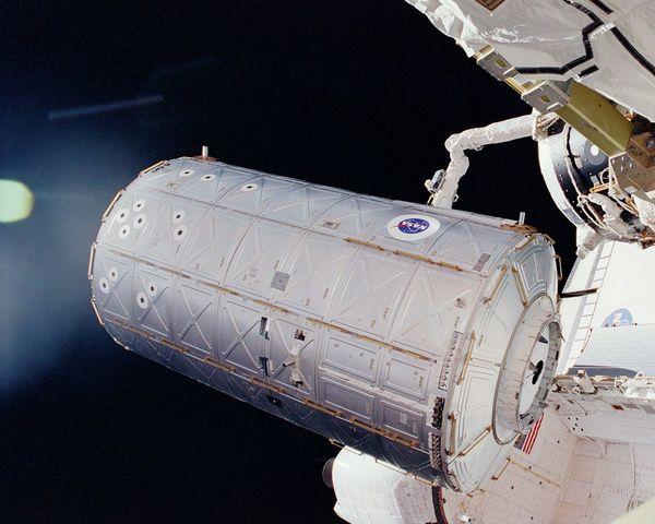 Début de la construction de l'ISS