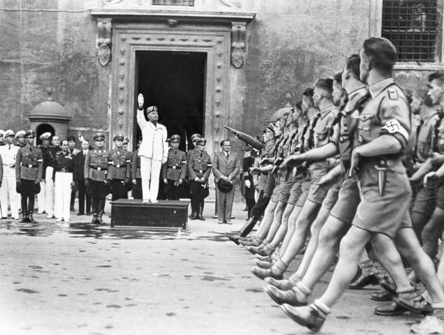 Mussolini avsettes i Italia