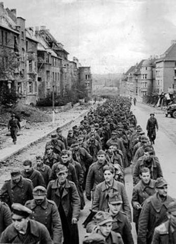 De vestallierte rykker inn i Tyskland