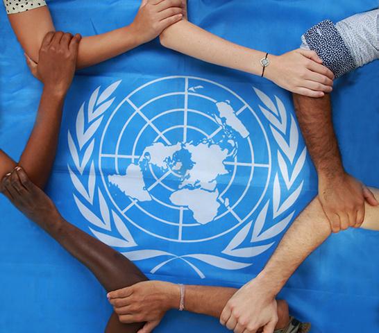 La ONU adopta la Convención Internacional sobre la eliminación de todas las formas de discriminación racial.