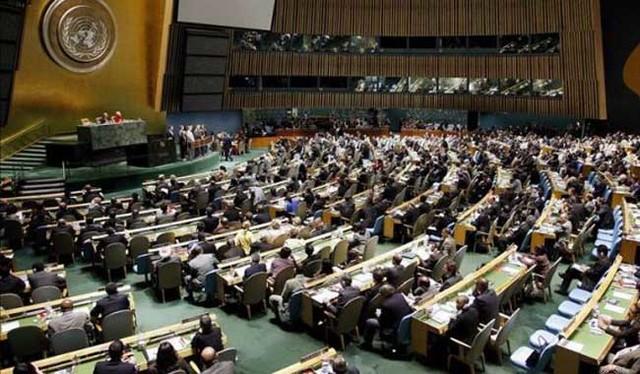 La ONU adopta la Convención sobre la protección de los derechos de todos los trabajadores emigrantes y de los miembros de sus familias.