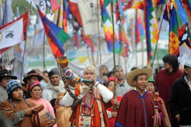 Se aprueba por la Asamblea General de las Naciones Unidas la Declaración de las Naciones Unidas sobre los Derechos de los Pueblos Indígenas.
