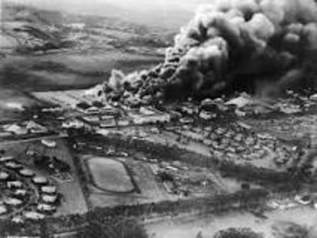 Bombingen av Pearl Harbor. USA blir deltakende land i krigen mot Tyskland og Japan.