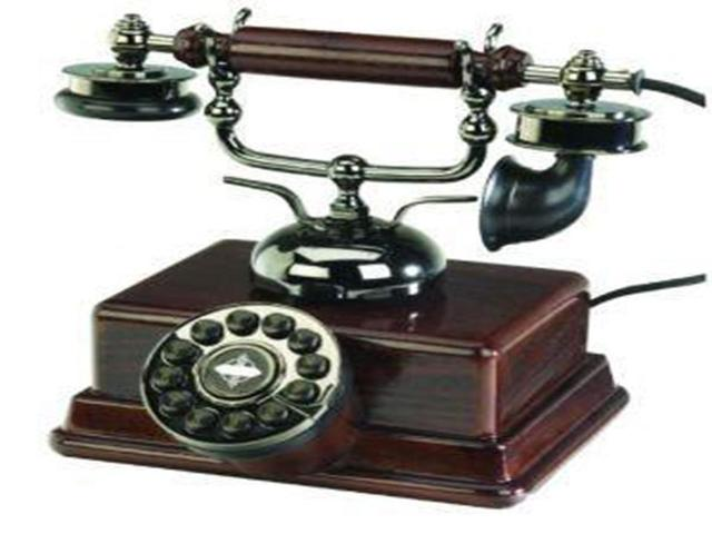1876: Graham Bell inventa o telefone.