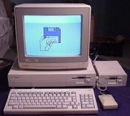 Se lanza el Amiga 1000
