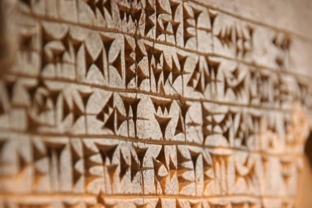 Escritura Cuneiforme (4000 - 18000 a. C.)