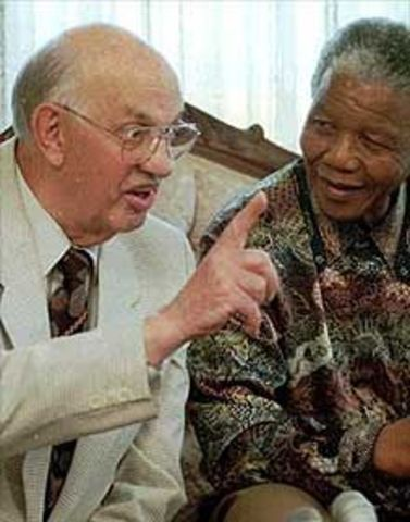Nelson Mandela meets with the South African president