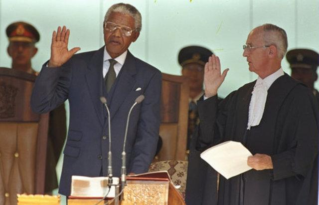 Nelson Mandela Sworn In as President