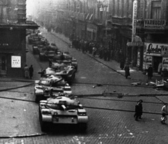La Unión Soviética sigue atacando a Hungría.