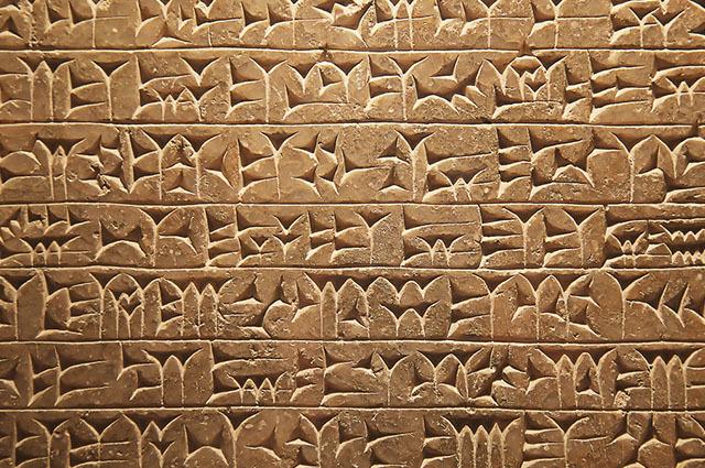 Escrita cuneiforme e hieróglifos