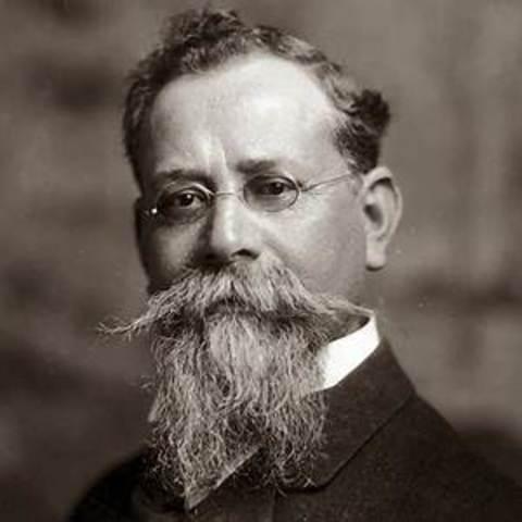 El presidente interino Francisco S. Carbajal habia renunciado y huyo de la ciudad