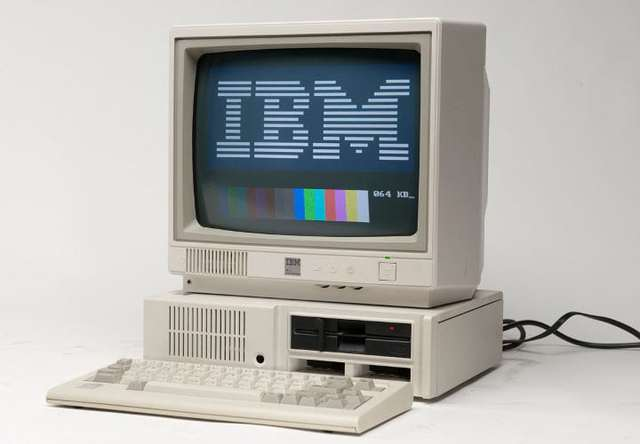 Compaq Computer Corporation introdujo su primer computadora personal